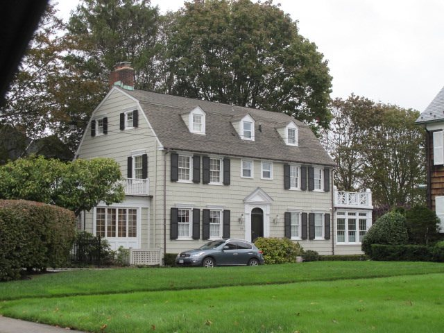 Long Island S Amityville Horror House Sells For 605 000 During