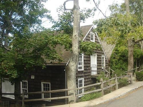 Pleasing Long Islands Scariest Real Haunted Houses Interior Design Ideas Pimpapslepicentreinfo